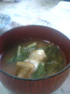 澄まし汁にお餅と小松菜の雑煮。