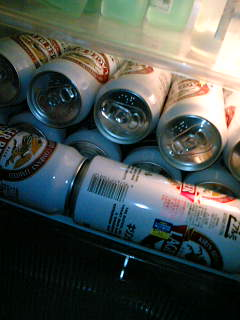 【写真】冷蔵庫内を占拠する、キリンラガー500ml缶