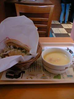 【写真】キノコのクリームフォカッチャ オニポテセット