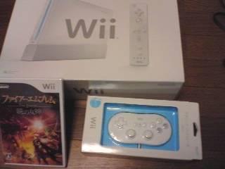【写真】Wii本体、クラシックコントローラ、ファイアーエムブレム 暁の女神