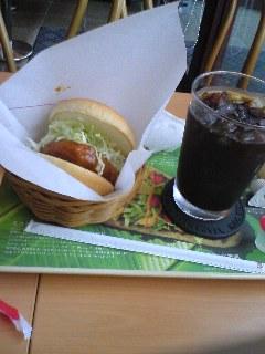 【写真】カレーチキンバーガー オニポテセット