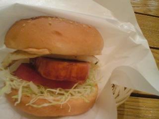 【写真】肉厚なスパムバーガー