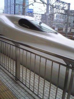 【写真】ホームにやって来た新幹線N700系