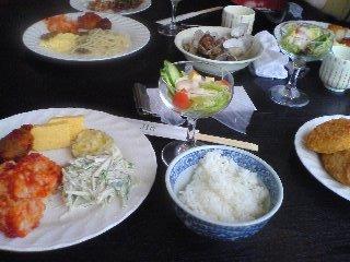 【写真】ご飯、揚げ物、スクランブルエッグなど