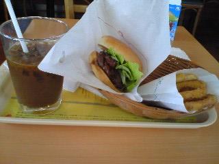 【写真】テリヤキチキンバーガー オニポテセット