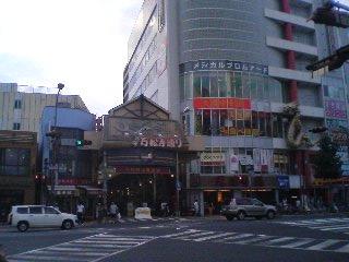 【写真】大須の万松寺通り前。盆休みだけど人出は、そこそこ。