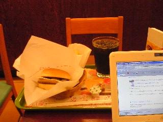 【写真】マッシュルームチーズバーガー オニポテセット