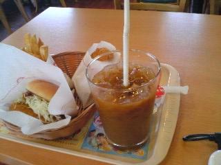 【写真】カレーチキンバーガー ポテトSセットと十勝コロッケ