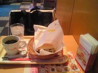 【写真】とびきりハンバーグサンド チーズのモスチキンセット