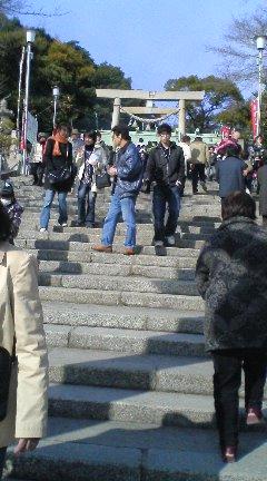 【写真】参拝客で賑わう懸社