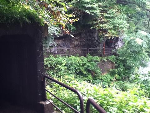 【写真】猿飛峡へ続く遊歩道