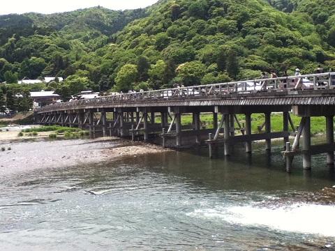 【写真】混雑する渡月橋
