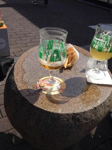 【写真】ビールとモスのポテト