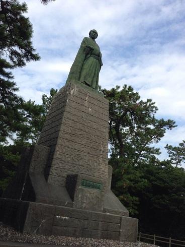 【写真】桂浜の龍馬像
