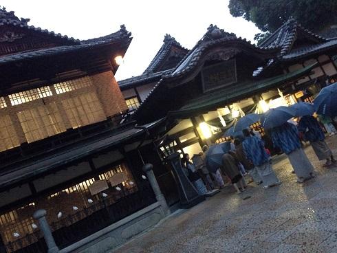【写真】夜の道後温泉本館