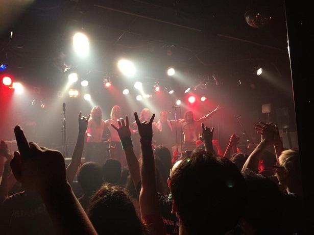【写真】Ensiferum公演のフィナーレ