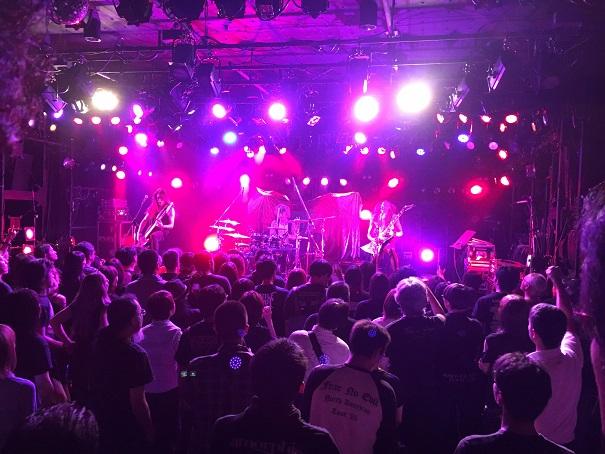 【写真】GYZEのステージ