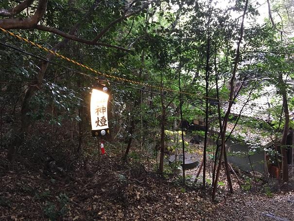 【写真】神社の灯篭(LED)