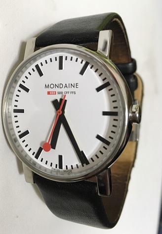 【写真】バンド交換前の腕時計