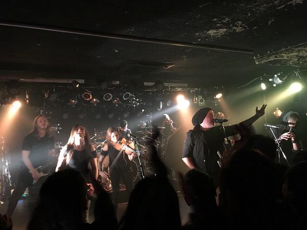【写真】Eluveitieのステージ