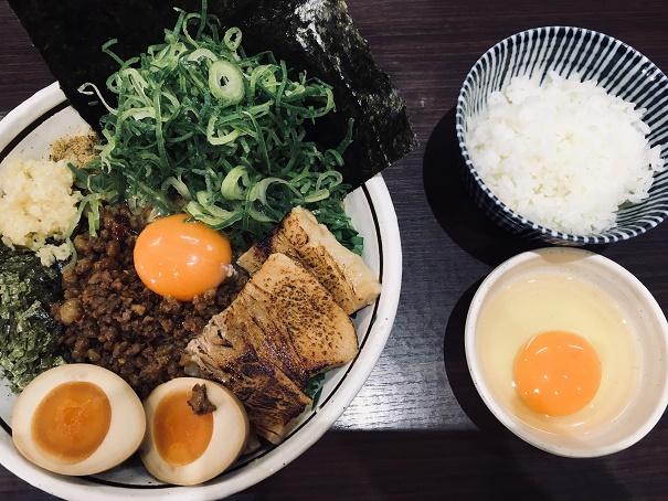 【写真】台湾まぜそばDX + 卵かけごはん