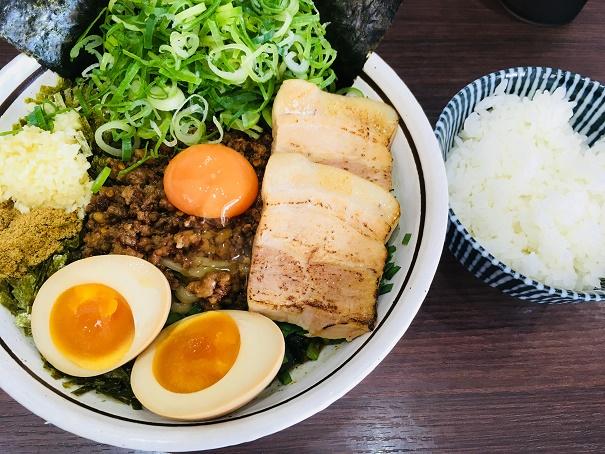【写真】DX台湾まぜそばと白飯