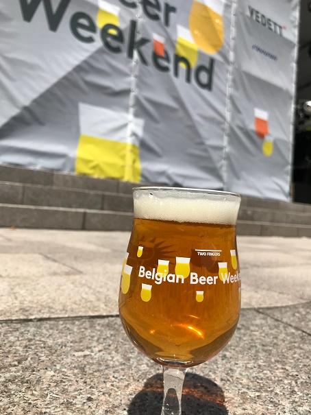 【写真】野外でベルギービール