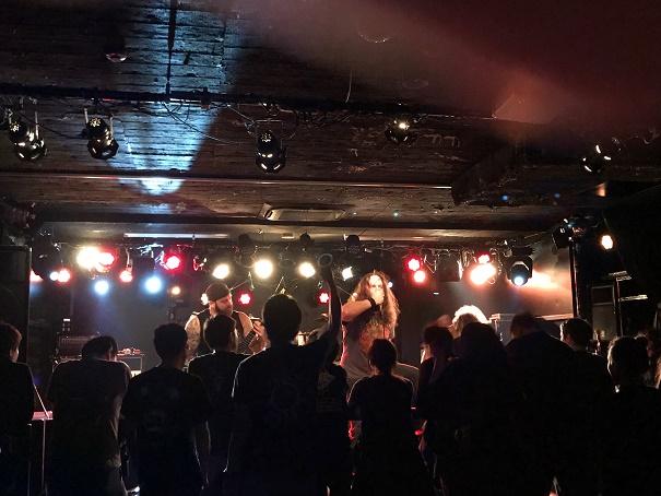 【写真】Death Rattleのステージ