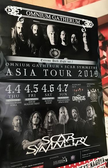 【写真】ライブハウス入り口に貼られた今回のツアー告知ポスター