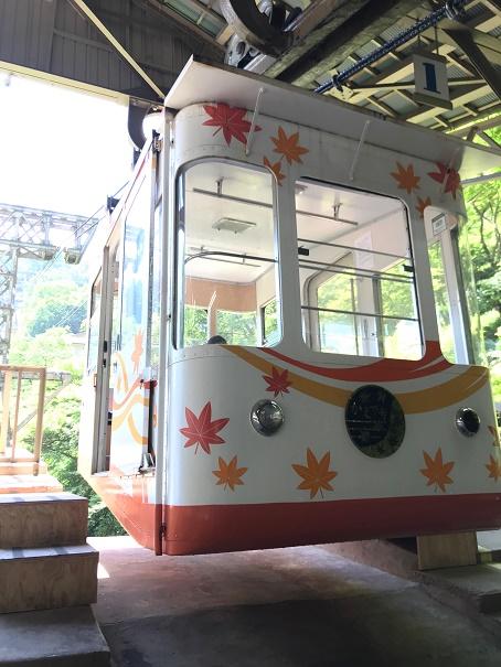 【写真】吉野山ロープウェイの車両かえで号